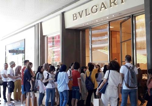 리라 폭락에 터키 고가품 매장 외국인으로 문전성시