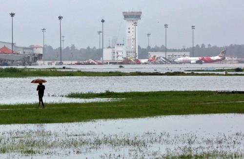 인도 남부 폭우피해 확산…75명 사망·항공기 운항 중단