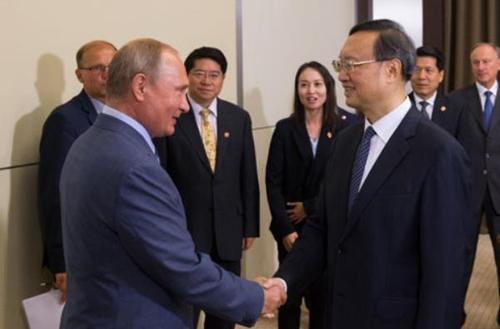 """푸틴, 中 양제츠 만나…""""중국과 협력 강화하겠다""""(종합2보)"""