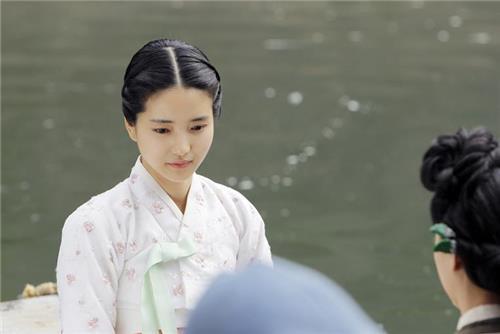 미모로도 연기로도 '미스터 션샤인' 환히 밝히는 김태리