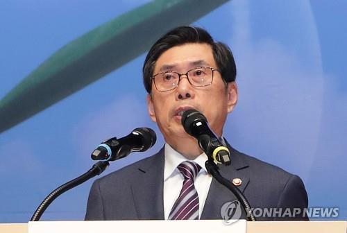 법무장관, 재래시장 찾아 상가임대차법 개정 방향 설명