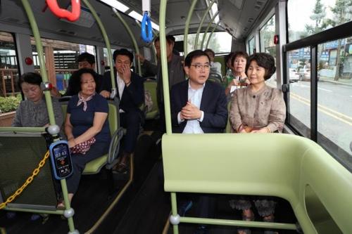 전기버스 탑승한 창원시장