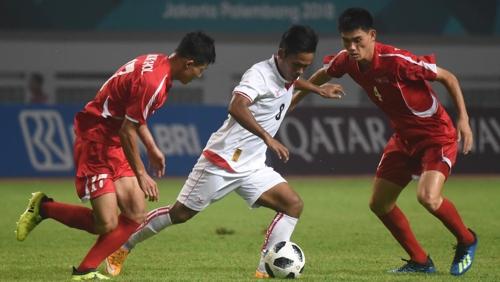 -아시안게임- 10명 싸운 북한 남자축구, 이란에 0-3 완패…첫 승 좌..