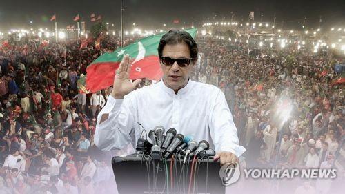 파키스탄 차기 총리로 임란 칸 공식 선출