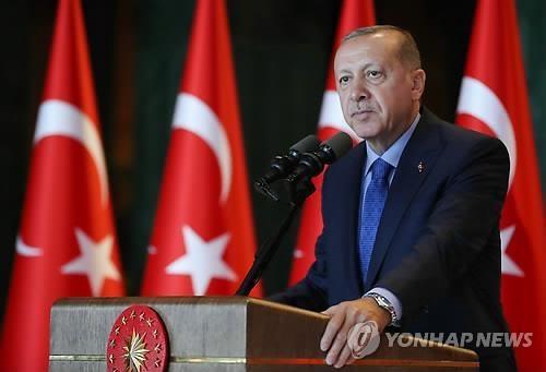 """에르도안 """"특정 세력, 제재로 터키 위협…압박에 굴복 않을 것"""""""