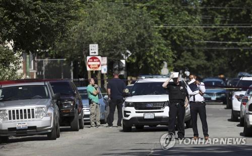 美 시카고 '또 총격의 주말'…3세 아이 포함 26명 총상