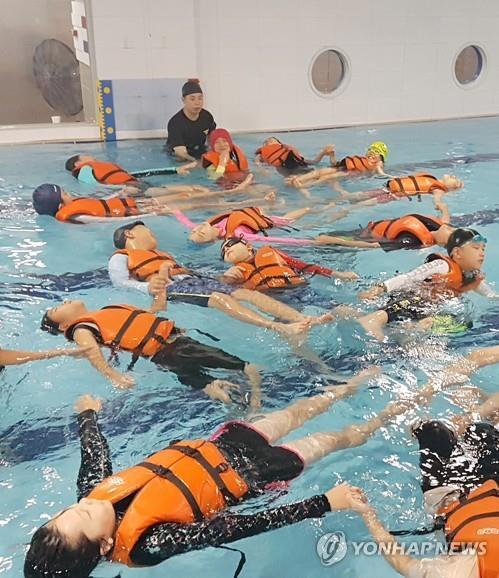 [충북소식] 도교육청, 10개 초교에 조립식 생존수영 교육장 설치