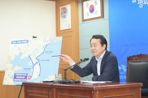 '평화 경제 선포' 목포시장, DJ 추도식 불참 논란
