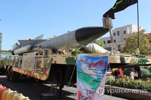 """이란 """"22일 새 전투기 공개""""…美 제재 속 군사력 과시"""