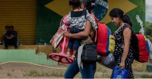 브라질 국경도시서 '주민과 충돌' 베네수엘라인 1천200명 귀국길