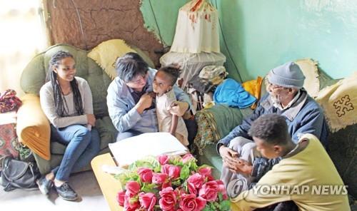 에티오피아 현지 찾아 참전용사 집을 찾은 최문순 화천군수