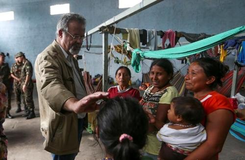 브라질 주민-베네수엘라 난민 재충돌 우려…분산이주 서둘러야