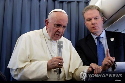 교황 동성애 어린이, 정신과 도움받을 수 있어…관련단체 반발(종합)