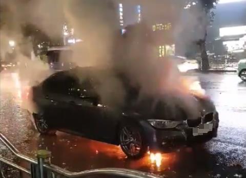 리콜대상 아닌 휘발유 BMW 또 화재…7월 구매한 새 차(종합2보)