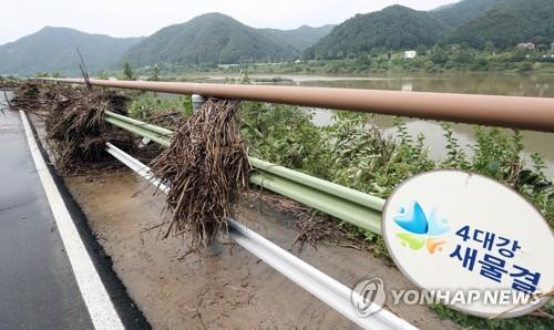 30일 춘천 북한강 자전거도로 모습