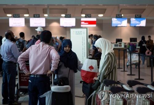 토론토 국제공항의 사우디행 항공편 수속 모습 [로이터=연합뉴스 자료사진]