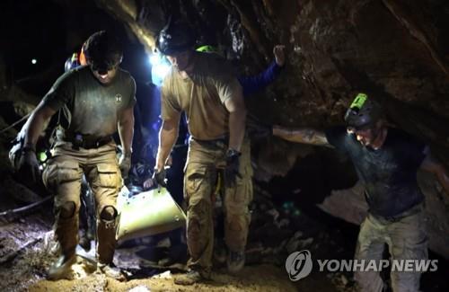 태국 동굴구조 다국적 구조대원들[epa=연합뉴스 자료사진]