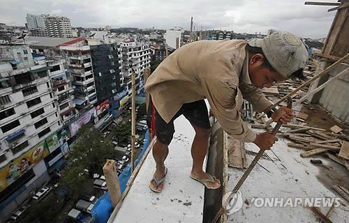 미얀마 양곤의 고층빌딩 공사장[epa=연합뉴스 자료사진]