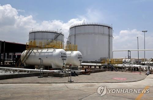 미얀마 틸라와 항구에 합작투자로 세워진 석유저장시설[epa=연합뉴스 자료사진]