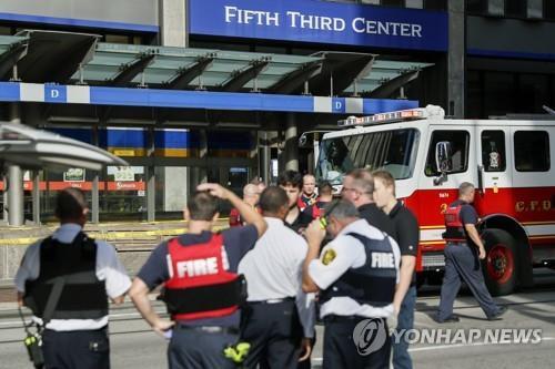 미 신시내티 총격 사건이 일어난 은행 건물 입구