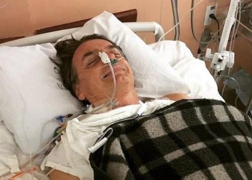 수술 후 회복 중인 보우소나루 후보 [브라질 일간지 에스타두 지 상파울루]