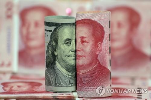 나란히 놓인 달러화와 위안화 [로이터=연합뉴스 자료사진]
