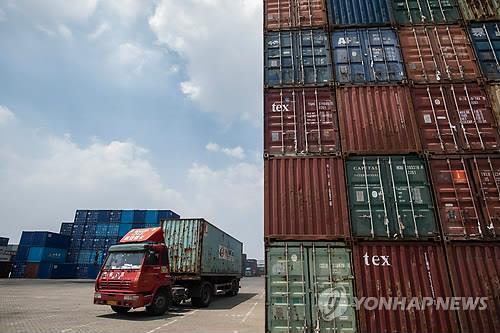 중국 8월 수출입 12.7% 증가…무역전쟁 속 전망치 상회
