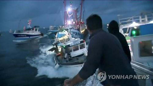 지난달 28일 영불해협에서 프랑스-영국 어선 충돌 장면 [로이터=연합뉴스 자료사진]
