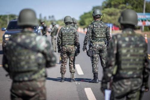 호라이마 주에 배치된 군인들 [브라질 일간지 에스타두 지 상파울루]