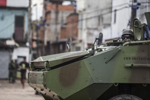 리우 시내에 배치된 군 장갑차 [브라질 뉴스포털 UOL]