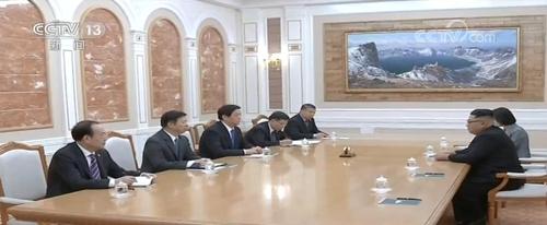 김정은 북한 국무위원장을 만난 리잔수 중국 전인대 상무위원장