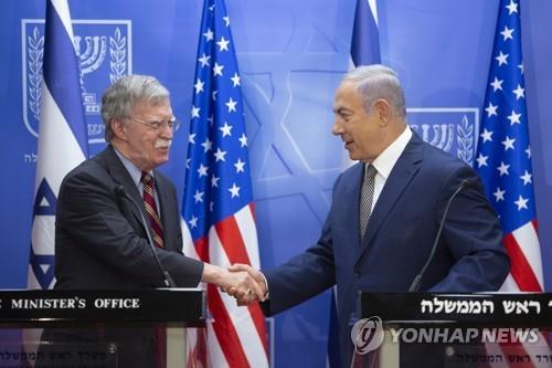 베냐민 네타냐후 이스라엘 총리와 악수하는 존 볼턴 백악관 국가안보보좌관