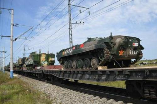 '동방-2018' 군사훈련에 참여하는 중국군 장비