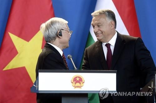 빅토르 오르반 헝가리 총리(오른쪽) [EPA=연합뉴스]