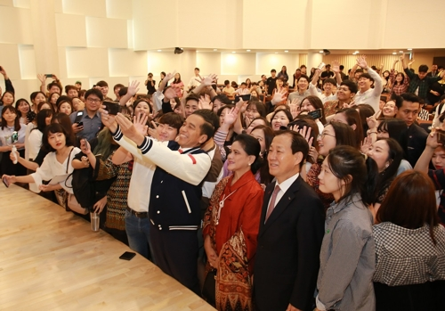 조코위 인도네시아 대통령과 '셀카'