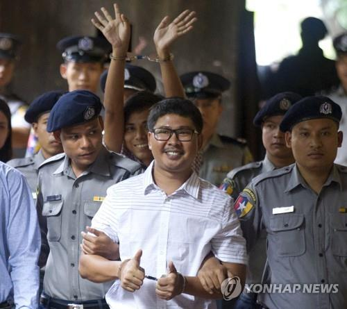 로힝야 사태 취재중 체포된 중형을 받은 로이터 통신 기자들[AP=연합뉴스 자료사진]