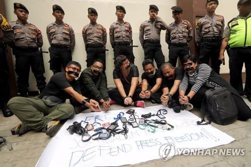 미얀미 언론 탄압에 항의하는 인도네시아 언론인들[epa=연합뉴스 자료사진]