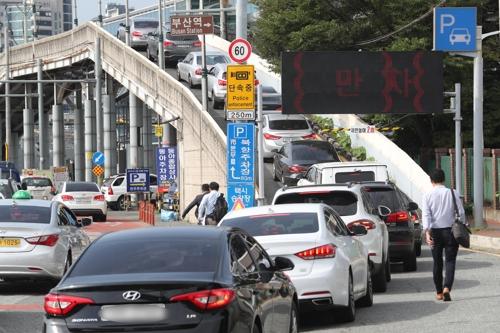 12일 오전 부산역 주차장 진입로 모습