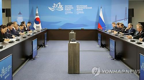 푸틴 대통령과 회담하는 이낙연 총리