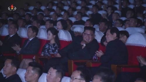 북한 김정은, 중국 리잔수와 친밀감 과시