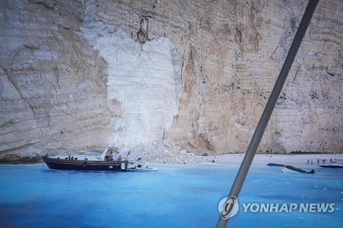 태양의 후예 촬영지 그리스 섬에서 대형 낙석…7명 부상