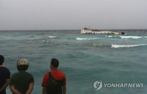 인니서 147명 태운 여객선 화재로 침몰…10명 숨져