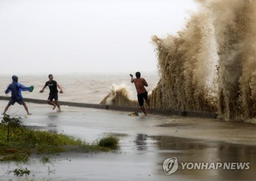 슈퍼 태풍 망쿳의 영향을 받은 필리핀 북부 루손섬 카가얀[epa=연합뉴스]