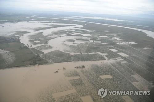 슈퍼 태풍이 뿌린 폭우로 물에 잠긴 필리핀 농경지[AFP=연합뉴스]