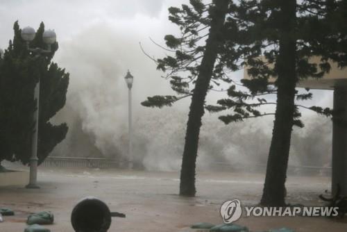 물폭탄이 덮친 홍콩[로이터=연합뉴스]