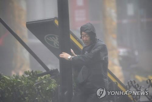 초강력 태풍 망쿳 홍콩 강타…중국 남부 원전도 초비상