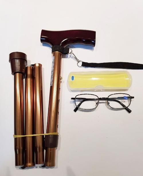 규연 양이 선물로 준비한 지팡이와 돋보기안경