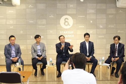 """국내 인터넷기업 역차별 해법은…""""구글稅 도입"""" vs """"규제 완화"""""""