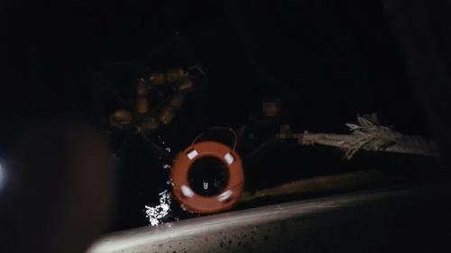 바다에서 밧줄 잡고 1시간 버텨…경찰이 구조