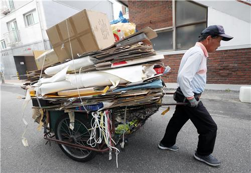 [사람들] 폐지·고철 팔아 25년간 쌀 2천포 기부한 김춘선씨